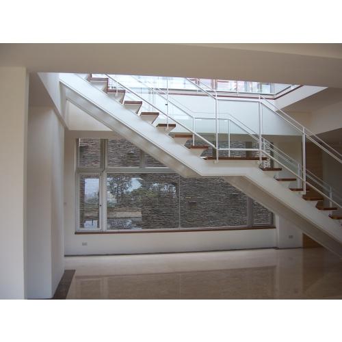 上二樓直梯
